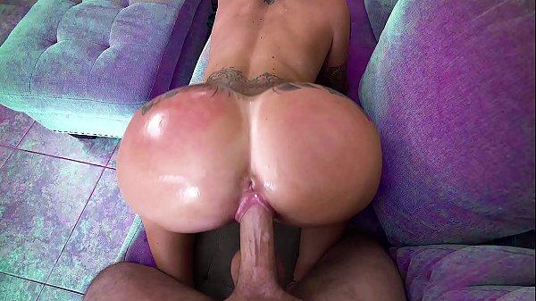 private55 careca dotado comendo a casada do cuzão no sofá