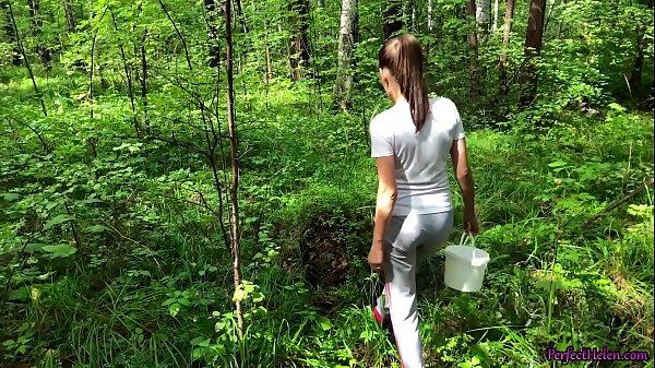 Pauzudo comendo a filha do vizinho novinha na floresta
